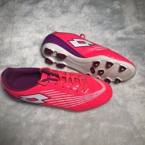 Girls Pink Futura Soccer Shoes. Size 8